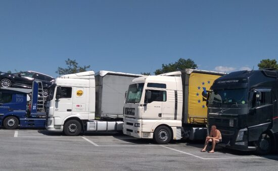 Camion sosta Autogrill